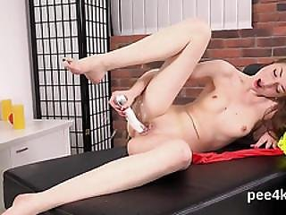 Exquisite Nympho Is Peeing And Pleasing Shaved Muff