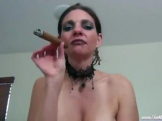 Wicked Queen Smoking Big Cigars