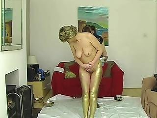 Sara Is The Girl With The Golden Bum