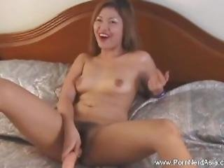 Cute Chick Love Her Huge Dildo