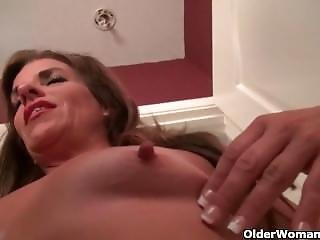 American Milf Shelby From Look4milf.com Lowers Her Pantyhose And Has Some F