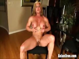 blondine, brünette, dildo, fingern, fitness, model, orgasmus, gepumpt, muschi, rasiert, spielzeug