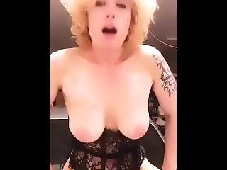 ametérské, kotě, velké dudy, blonďaté, dildo, šukání, masturbace, růžové, solo, tetování