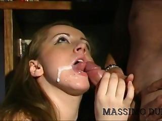 Tettona Lo Succhia Bene