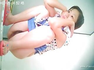 Chinese Girls Go To Public Toilet