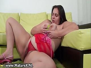 Hairy Fat Mom Loves Fucking Her Pussy