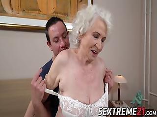 mokra czarna babcia cipki jak dostajesz dużego penisa