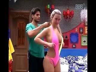 Fernanda Bbb13 Se Arrumando Flagra Www.taradinhas.net