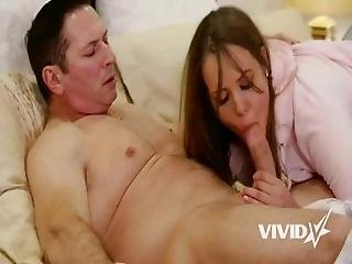 Stepdaughter With Braces Gets Told A Nice Story In Bed With Her Dad