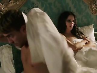 Elizabeth Hurley, Alexandra Park - The Royals S01e01 (2015)