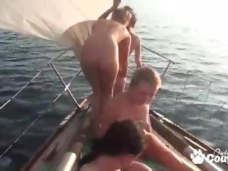 babe, barco, foursome, lesbianas, lamer, orgía, fiesta, coño, lamiendo coño