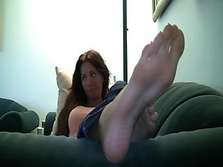 Gianna Sexy Huge Soles And Long Toes