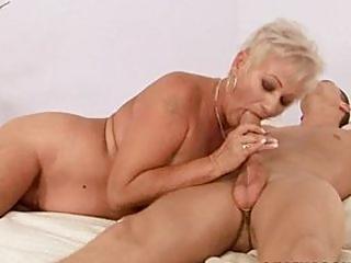 Bettina die devote Großmutter beim Oma Sex