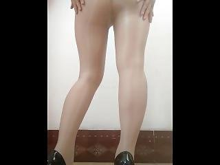 ???????? Wife Dancing In Flesh-colored Stockings