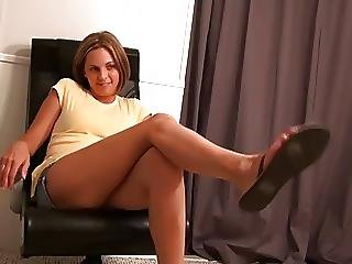 She Sucks Her Toes And A Cock For Facial