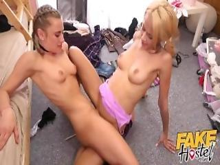 blond, brunette, sindsyg, kysser, lesbisk, slik, naturlig, naturlige bryster, orgasme, fisse, fisse slikning, fisse gnidning, realitiet, gnidning, sex, barberet, små bryster, squirt