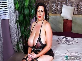 Une MILF à gros seins bien baisée