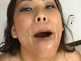 asiat, blowjob, brunette, sæd, sæd i mund, flere blowjobs, slut, trekant