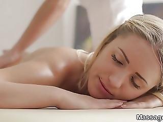 Massage X Lesbian Oil Rubdown