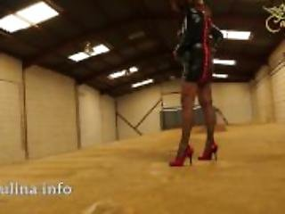 Mature Wetlook Herrin Carmen Walk High-Heels Fishnets PVC Mistress