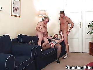 бабушка, зрелый, мамаша, глотать, тройка, молодой