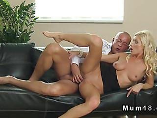 Muscled Guy Fucks Natural Busty Mom Till Cumshot