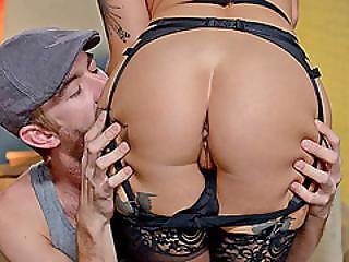 Lusty Housewife Kleio Valentine Loves To Fuck All Day