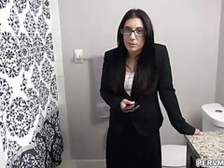 Alyssa Jade Asks Stepson For Some Help To Take Some Pictures