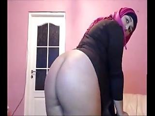 Cute Arab Girl On Cam - Sign Up To Nudecamroulette.com And Chat With Her