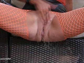 Babe Caught Masturbating Outside: Real Squirting Orgasm Close Up (faffef)