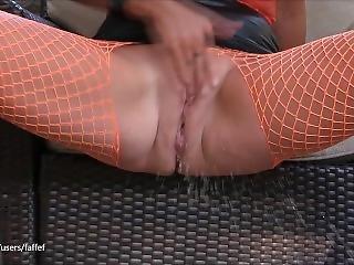 Babe Caught Masturbating Outside: Real Squirting Orgasm Close Up (faffef)