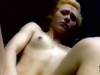 Sexy Blonde Masturbates Underwater