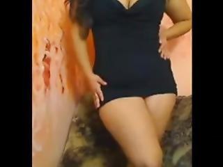 Chubby_saudi_arabian_girl_shows_pussy.mp4