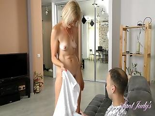 Full Bush Auntie Diana Fresh Out Of The Shower Fuck