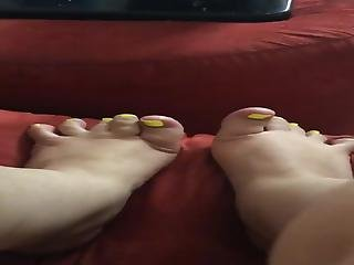 Spreading My Nasty Fat Toes