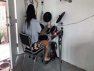Felicity Feline Sets Up Her Alesis Mesh Electronic Drum Set
