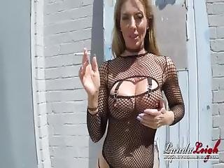 Lynda Leigh British Milf Smoking Outdoor And Pussy Boobs Ass Flash