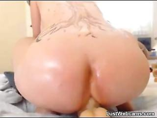 Brunette Rides Huge Dildo With Her Big Ass On Webcam