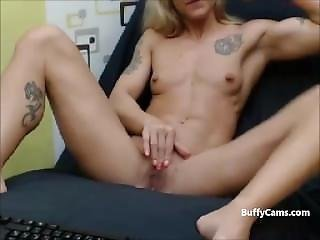 Hardbody Muscular Milf Masturbates On Webcam