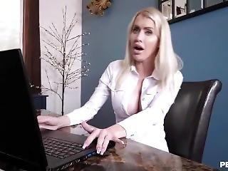 Beautiful Stepmom Finally Fucked Her Juicy Pussy