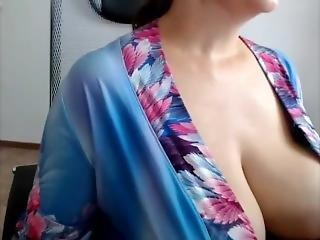 Tsunade In Real Life ! Big Tits Ever (part 1)