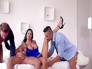Ultra Horny Jasmine Jae Loves Multi-orgasm Gang Bang Sex