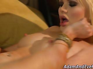 Kociak, Blondynka, Obciąganie, Seksbomba, Palcówka, Stymulacja Wacka Dłonią, Hardcore, Masturbacja, Oral