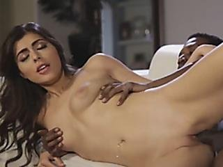 Beautiful Babe Gets Her Pussy Licked And A Nice Black Cock