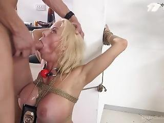 bonasse, gros téton, blonde, pipe, bondage, attachée, fétiche, nique, milf, star du porno, baisage de gorge