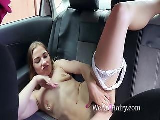 brunette, auto, harig, masturbatie, naakt, publiek, russisch, solo