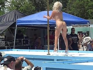 Koyotee J Von Diva Pole Dancing At Nudes A Poppin 2017