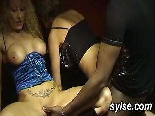Partouze Au Sexshop Entre Milfs Et Gangbang Dogging En Foret
