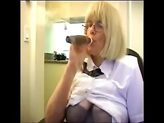 Smokes Cigar -the Bad Teacher -ziporn Star Movies Zoe