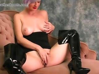 Babe With Big Natural Tits Fingers Big Pussy Flaps In Slutty Leather Boots